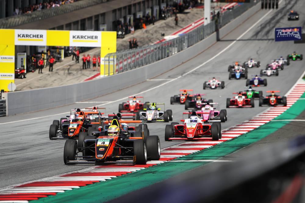 Niklas Krütten (Nr. 4) will für Van Amersfoort Racing einen Heimsieg holen
