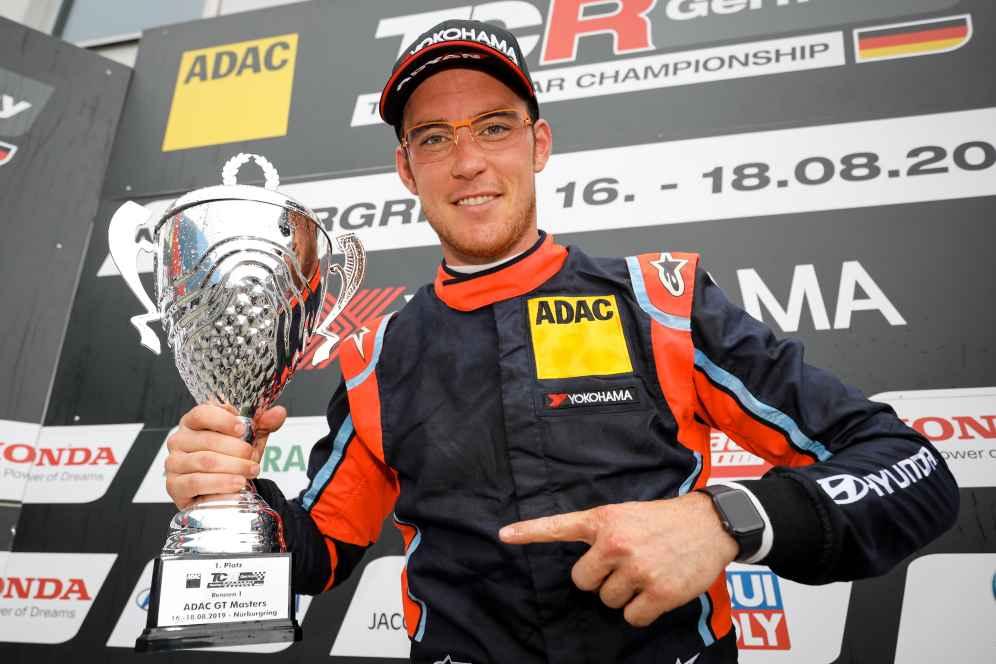 Rallyestar Thierry Neuville krönt seinen Gaststart in der ADAC TCR Germany