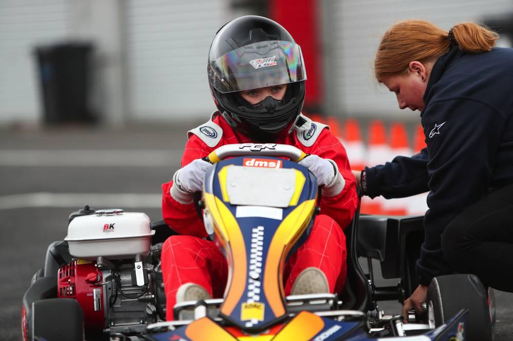 Kartfahren gehört zum Dare to be Different Girls Day