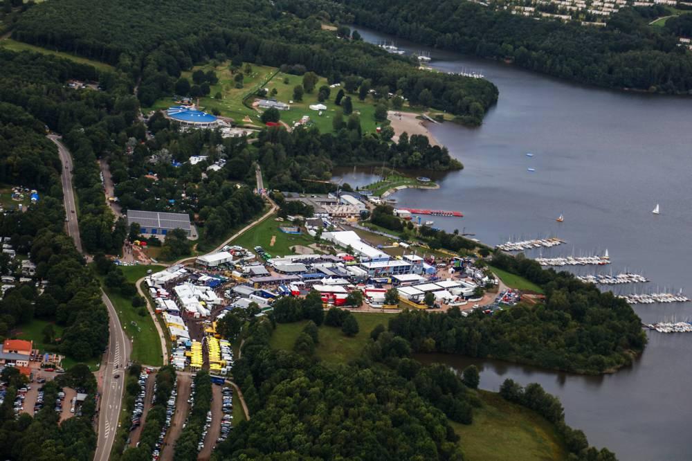 Die Partner der ADAC Rallye Deutschland präsentieren sich im Servicepark am Bostalsee.