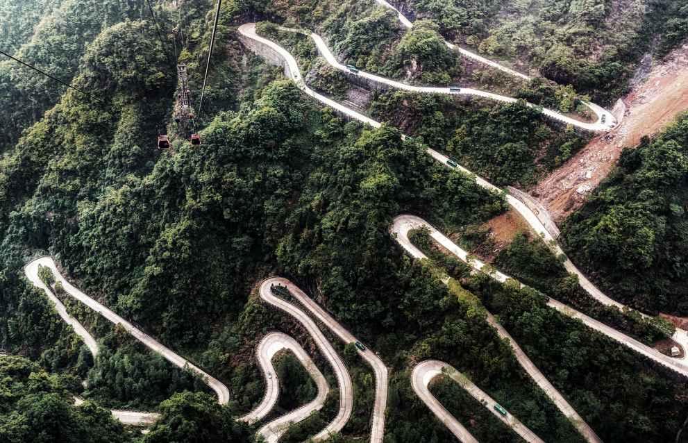 Enge Kurven und Höhenluft erfordern hohen Abtrieb