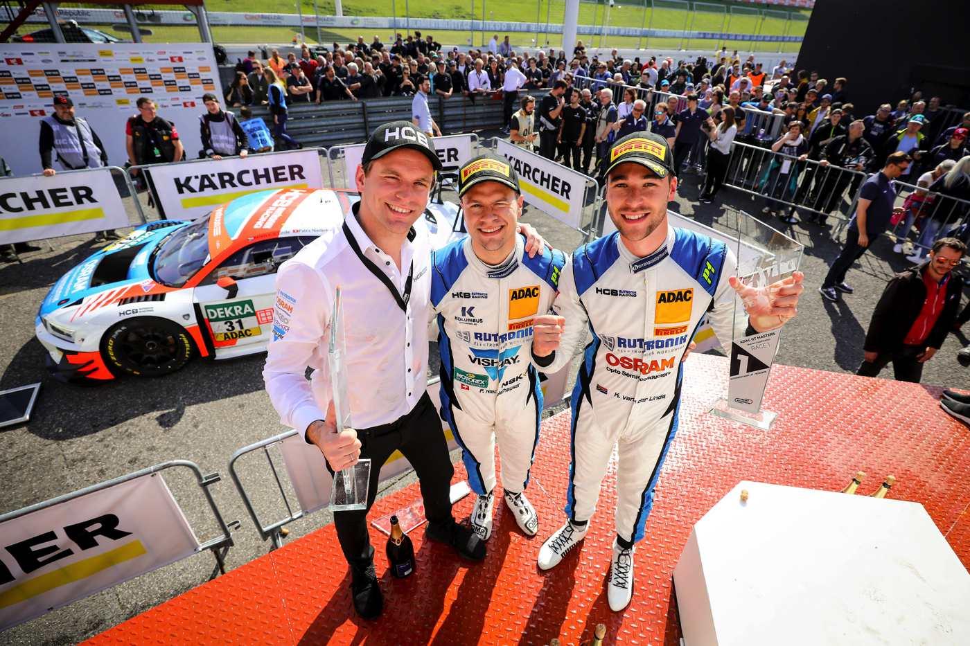 Niederhauser und van der Linde mit Teamchef Fabian Plentz