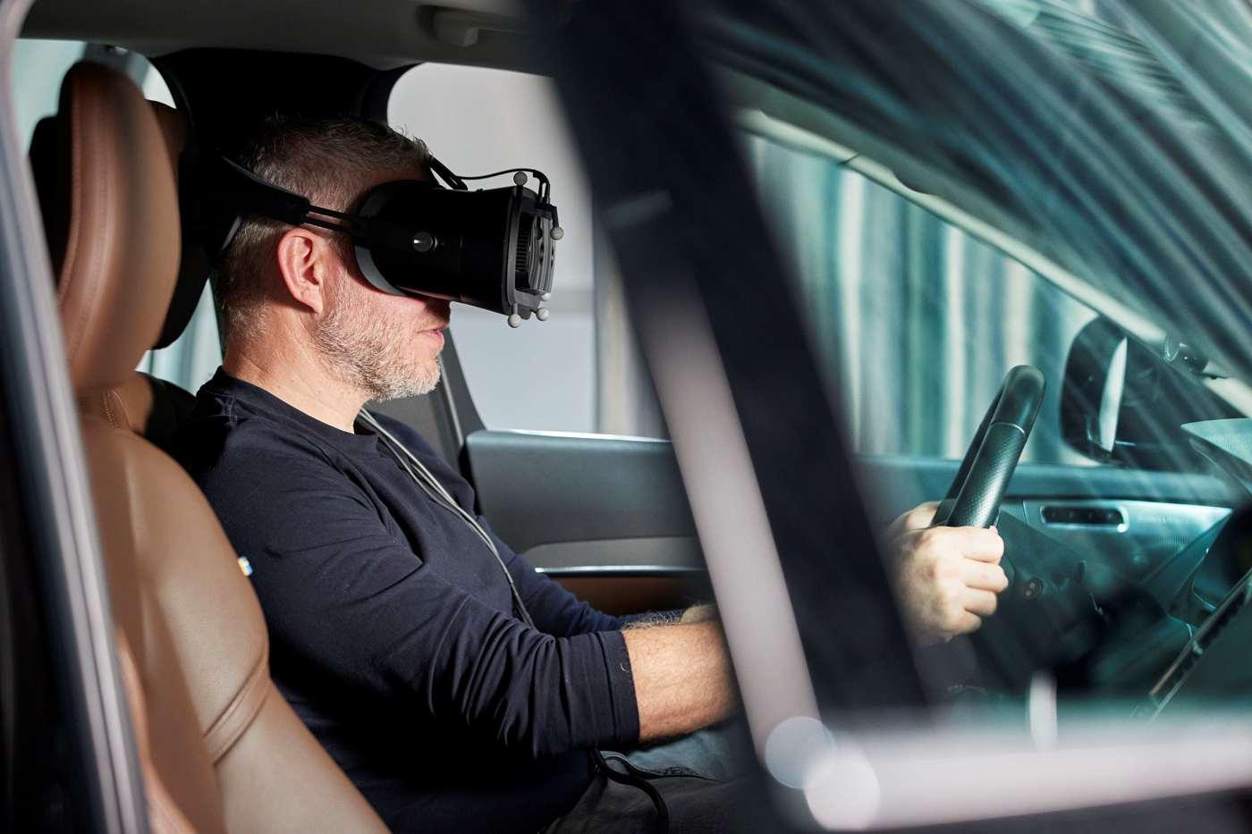 """Für weitere Fortschritte in der automobilen Sicherheit setzt Volvo Cars auf den """"ultimativen Fahrsimulator"""": Mit einem Mixed-Reality-Simulator lässt der schwedische Premium-Automobilhersteller die virtuelle und reale Welt miteinander verschmelzen. Damit werden die Entwicklungen für Sicherheit und autonomes Fahren weiter vorangetrieben und beschleunigt."""